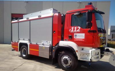 Recepción de un vehículo de emergencias en el Parque de Bomberos de Villares de la Reina